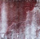 Сломленная бетонная стена и увяданная красная краска Стоковая Фотография RF