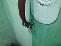 Сломленная ручка двери стоковые изображения rf