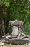 Сломленная скульптура Будды сидит комплект на Ayutthaya стоковая фотография