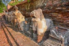 Сломленная стародедовская скульптура слона Стоковые Изображения RF