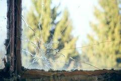 сломленная стеклянная форточка стоковые фотографии rf