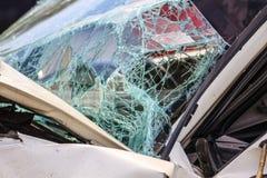 Сломленное лобовое стекло в автомобильной катастрофе Стоковое фото RF