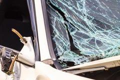 Сломленное лобовое стекло в автомобильной катастрофе Стоковое Изображение