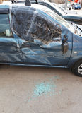 Сломленное окно автомобиля во время дорожного происшествия Стоковая Фотография RF
