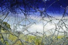 Сломленное стекло автомобиля после аварии Стоковые Изображения RF