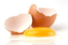 сломленное яичко сырцовое Стоковые Фотографии RF