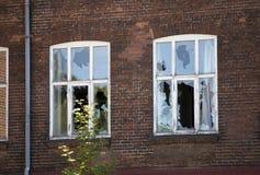 сломленные окна стоковая фотография rf