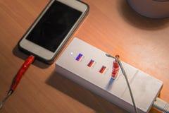 Сломленный кабель заряжателя usb на поручать usb Стоковые Изображения RF