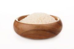 Сломленный рис в деревянном шаре Стоковые Фотографии RF