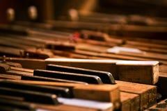 сломленный старый рояль Стоковые Фото