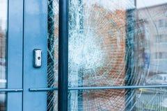 Сломленный стеклянный парадный вход Стоковые Фотографии RF