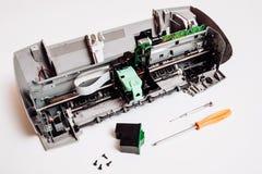 Сломленный струйный принтер изолированный на белой предпосылке Стоковая Фотография