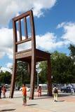 Сломленный стул в Geneve стоковые изображения