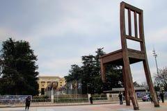 сломленный стул стоковые фотографии rf