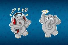 Слоны стикеров Веселый, слушающ к музыке Он ` s идя шальной Большой комплект стикеров Вектор, шарж иллюстрация вектора