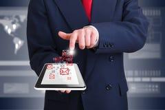Бизнесмен используя беспроводную технологию стоковое изображение