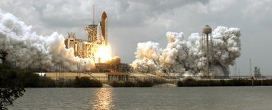 с принимать космоса челнока стоковая фотография rf