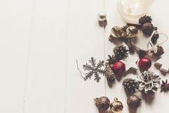 С Рождеством Христовым концепция, плоское положение современные конусы анисовки орнаментов Стоковая Фотография RF