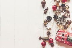 С Рождеством Христовым концепция, плоское положение современные орнаменты, острословие игрушки автомобиля Стоковое Изображение