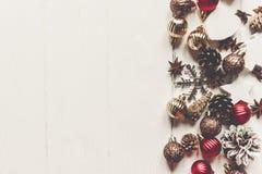С Рождеством Христовым концепция, плоское положение современные конусы анисовки орнаментов Стоковое Изображение RF