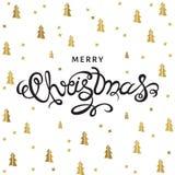 С Рождеством Христовым литерность руки на предпосылке с золотыми спрусами Стоковое Фото