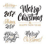 С Рождеством Христовым И счастливый комплект каллиграфии Нового Года Дизайн поздравительной открытки установленный на белую предп Стоковое фото RF