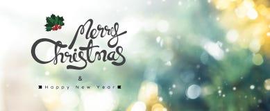 С Рождеством Христовым и счастливый текст Нового Года на предпосылке bokeh Стоковые Фото