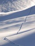 с следа лыжи piste Стоковая Фотография