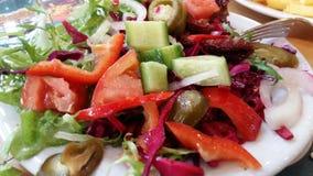 Служат плита с салатом смешивания Стоковое Изображение RF