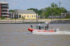 Служба береговой охраны США на реке Миссисипи Стоковые Изображения RF
