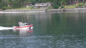 Служба береговой охраны с пулеметом видеоматериал