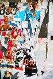 Случайная текстура бумаги коллажа предпосылки на выветренной стене Стоковое Изображение RF