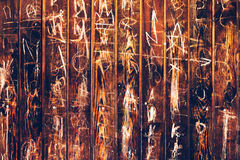 Случайный scribble мела на деревянной предпосылке Стоковые Фото