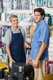 Случай инструмента клиента покупая в магазине оборудования Стоковое фото RF