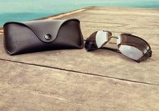Случай солнечных очков стоковая фотография rf