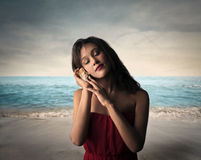 Слушайте к звуку моря Стоковое Фото