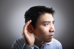 слушая человек стоковая фотография rf
