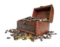 Сoffer用谷物和硬币装载了 库存照片