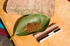 Табак для курить на листе Стоковое фото RF