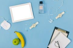 Таблетка таблицы офиса, плодоовощ, положение квартиры блокнота Worksp домашнего офиса Стоковое Изображение RF