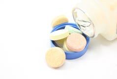 таблетки покрашенные antacid стоковые фотографии rf