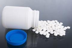 таблетки разленные стороной Стоковая Фотография