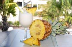 таблица ананаса pina colada стоковые фотографии rf