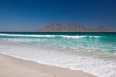 таблица горы t плащи-накидк bloubergstrand пляжа Стоковая Фотография RF
