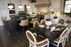таблица завтрака домашняя роскошная Стоковые Изображения