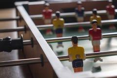 таблица 2 игроков изолята футбольной игры стоковое изображение