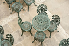 Таблица и стулы на патио Стоковая Фотография RF