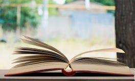 таблица книги открытая Стоковая Фотография