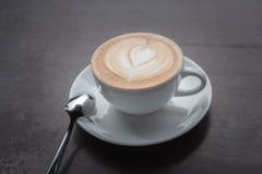 таблица кофейной чашки деревянная Стоковые Изображения RF