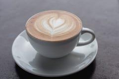 таблица кофейной чашки деревянная Стоковое Изображение